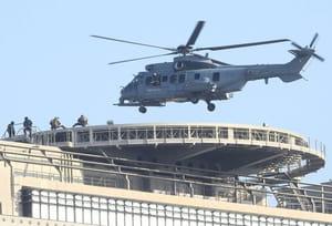 Un hélicoptère de guerre au dessus du Ministère de l'économie