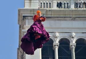 Carnaval de Venise: le vol de l'Ange comme si vous y étiez! [VIDEO]